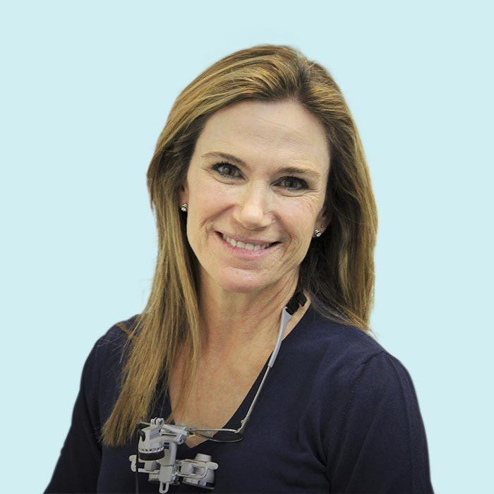 Dra. Assupmta Carrasquer <span > Cirugía, Implantes, Periodoncia, Estética y Odontología General. </span>